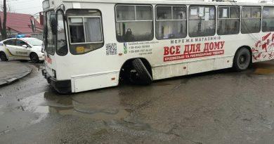 Троллейбус без колеса