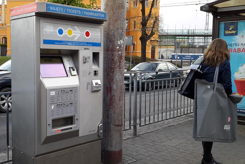 Автомат по продаже билетов на остановке во Вроцлаве. Фото: Александр Мироненко