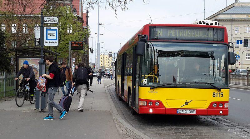 Автобусная остановка во Вроцлаве. Фото: Александр Мироненко