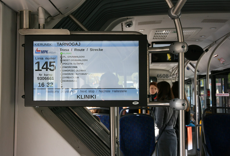 Информационное табло в автобусах Вроцлава. Фото: Александр Мироненко