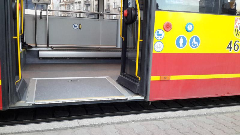 Все автобусы во Вроцлаве имеют низкий уровень пола. Фото: Александр Мироненко