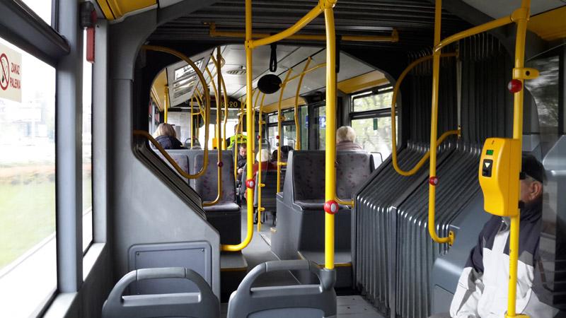 В салонах городских автобусов Вроцлава часто можно увидеть много свободных мест. Фото: Александр Мироненко