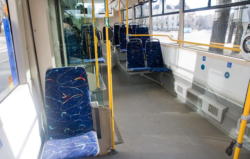 Салон низкопольного троллейбуса в Риге. Фото: Александр Мироненко