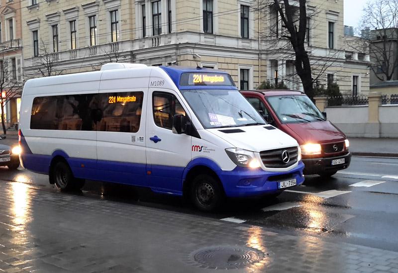 Маршрутное такси в Риге - новые микроавтобусы Mercedes-Benz Sprinter. Фото: Александр Мироненко