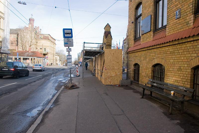 Еще одна остановка в Риге на небольшой улице. Фото: Александр Мироненко
