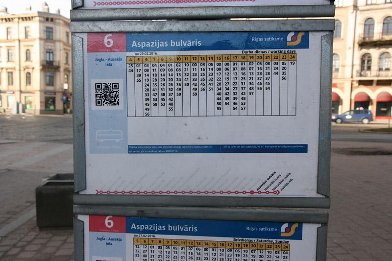 Поминутное расписание трамвая №6 в Риге. Сверху часы, снизу в столбике - минуты. Фото: Александр Мироненко