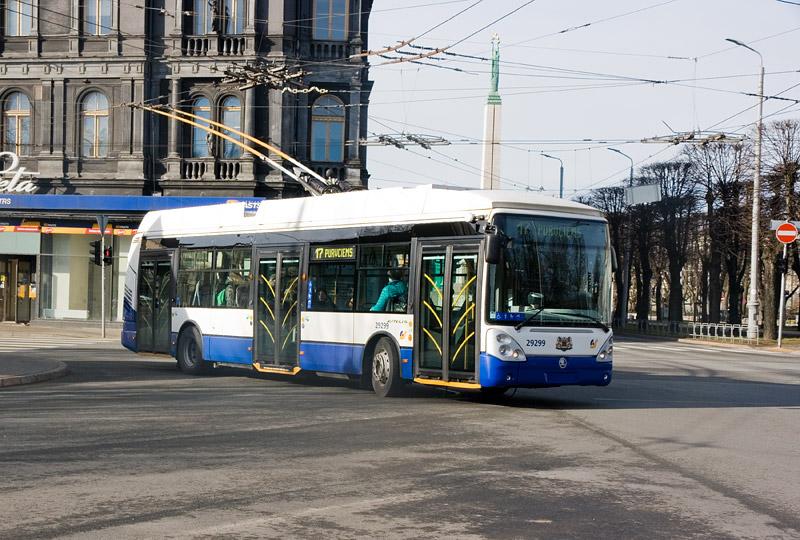 Низкопольный троллейбус Skoda Irisbus в Риге. Фото: Александр Мироненко
