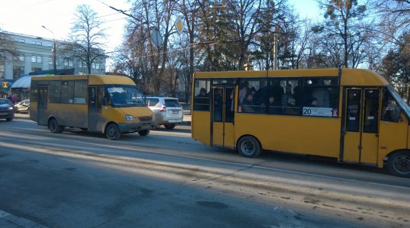 """Две """"Руты"""", следующие друг за другом на маршруте №20"""