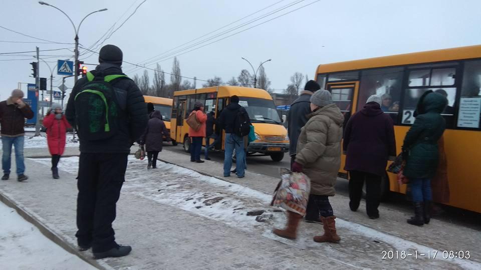 """Руты"" на остановке ""ул. Леси Украинки"""