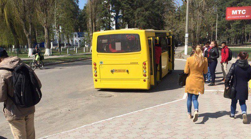 Перегруженный автобус Атаман А092Н6 в Сумах. Фото из группы Мемы про Сумы
