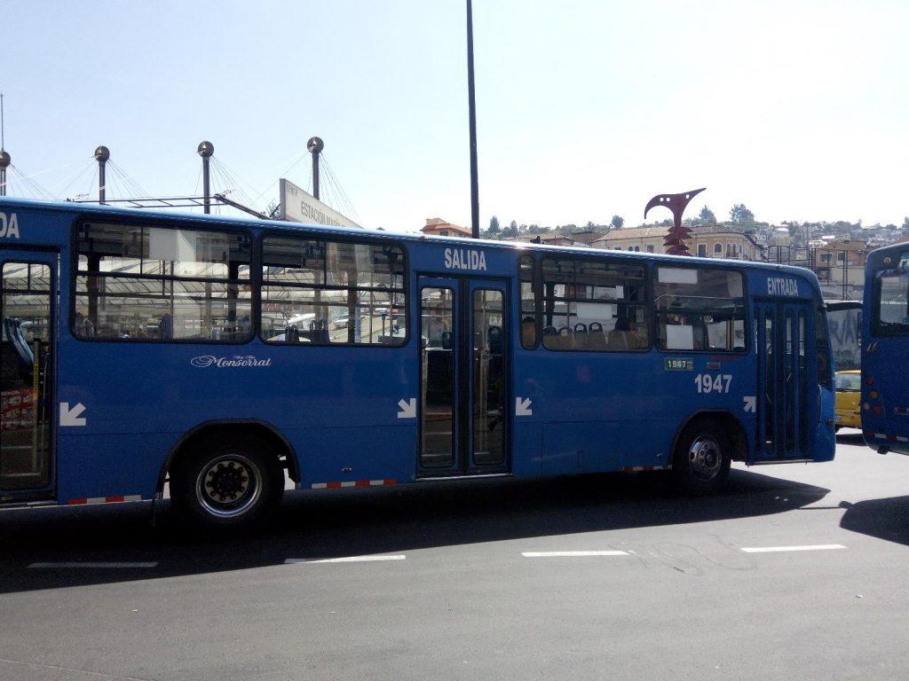 Коммерческий автобус в Кито