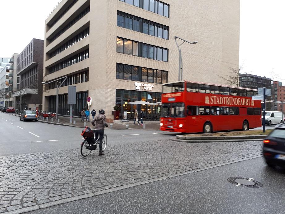Двухэтажный автобус в Гамбурге