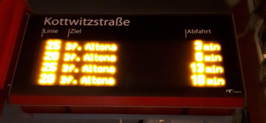 Табло на гамбургской автобусной остановке