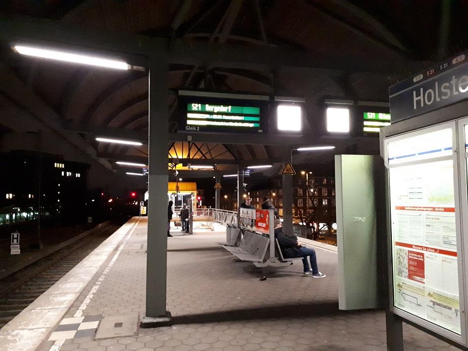 Остановка S-Bahn в Гамбурге