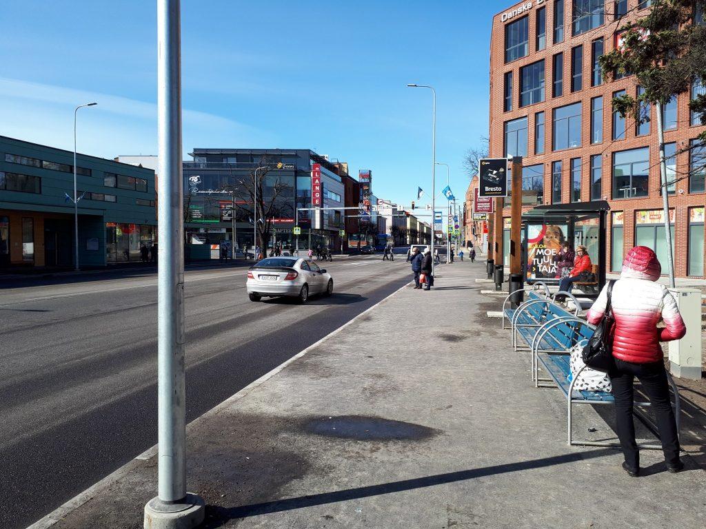 Остановка напротив пярнуского автовокзала