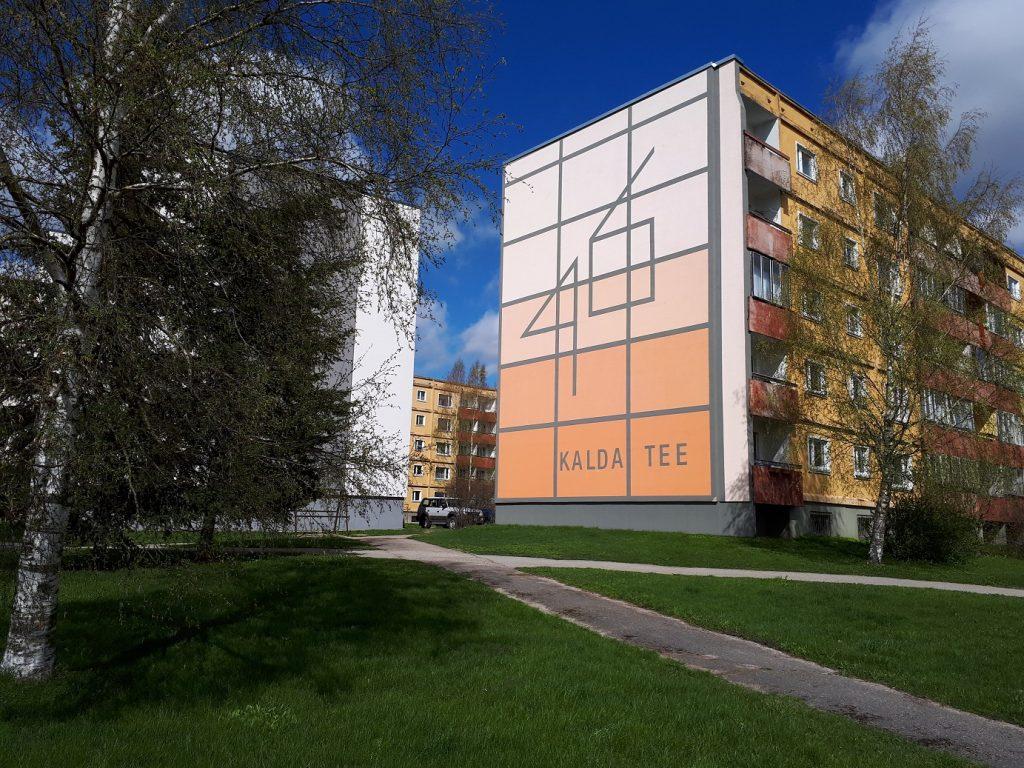 А тут в формате мурала нарисован адрес дома