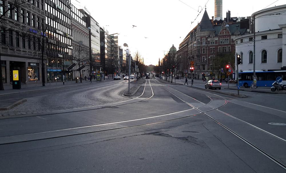 Даже широкие улицы в Хельсинки можно перейти, не спускаясь под землю