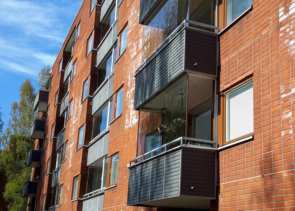 Застенкленные балконы в многоквартирном доме в Хельсинки