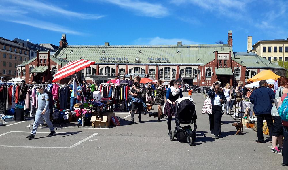 Стихийный рынок возле порта в Хельсинки